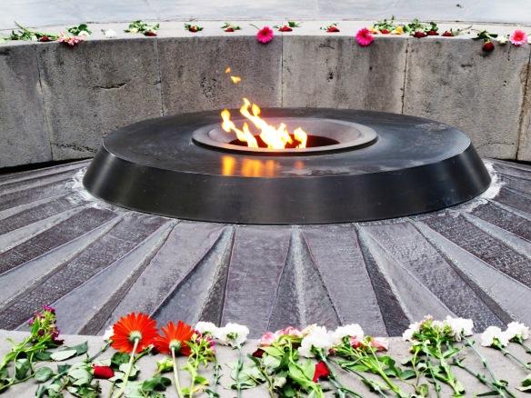 Fiamma eterna presso il memoriale del genocidio a Yerevan, Armenia. ©Foto di Nadia Pasqual